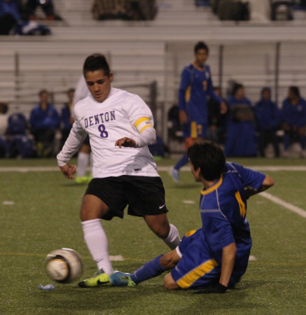 Chris+Carranza+battles+with+a+Frisco+player+for+a+ball.+Denton+defeated+the+Raccoons+3-0+at+Bronco+Field+on+Feb.+4.+